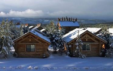 Вид из окна гостиницы на городок West Yellowstone.
