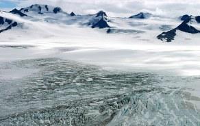 Нунатаки и ледовое поле Harding Ice field.