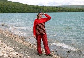 На берегу озера Naknek lake, около кемпинга.