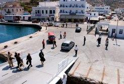 Промежуточная остановка на одном из островов архипелага Киклады.