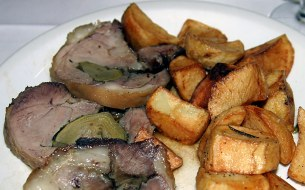 Мясо ягненка с артишоками и жареной картошкой. Няммм!