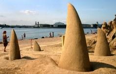 Конкурс песчаных фигур на пляже Петропавловки. Клыки.