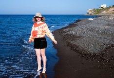 На черном пляже Kouloumbo.