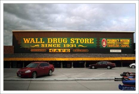 Универмаг в городке Wall, Южная Дакота.