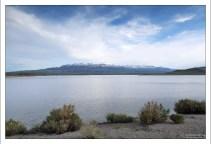 Водохранилище Buffalo Bill, и Sheep Mountain (Овечья гора) на горизонте.
