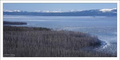 Берга озера Yellowstone.