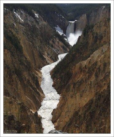 Река Yellowstone в одноименном каньоне.