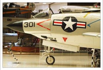 Американский палубный дозвуковой истребитель McDonnell F-3 Demon со стреловидным крылом, состоявший на вооружении ВМС США с конца 1950-х до начала 1960-х годов.