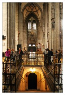 Вход в катакомбы под собором Св. Стефана.
