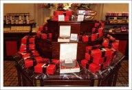 Коробки с конфетами и тортами в магазине Meinl am Graben.