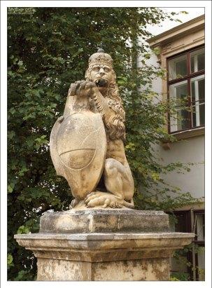 Статуя льва во внутреннем дворе Хофбурга (The Royal Lion Statue).