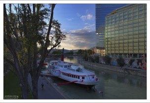 Дунайский канал - естественная граница Внутреннего города.