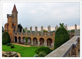 Hundred Pillared Courtyard - Дворик сотни скульптур в замке Bory Castle.