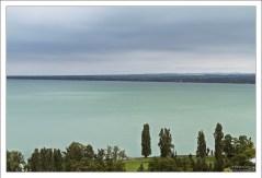 Зеленое озеро Балатон с самой высокой точки поселка Тихань.