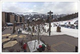 Центральная площадь деревни на курорте Copper Mountain.
