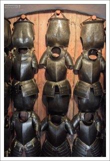 Кирасы для защиты груди и спины.