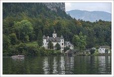 Замок Grub на берегу озера Гальштаттзее; частная собственность.