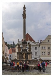 Местная Чумная колонна с фонтаном.