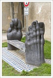 Скамейка-ножки от Мирослава Парала.