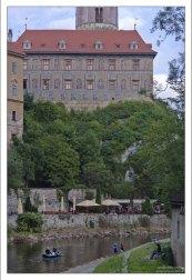 Громада Крумловского замка над Влтавой.