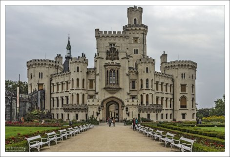 Замок Глубока (чеш. Zámek Hluboká) в г. Глубока-над-Влтавой.