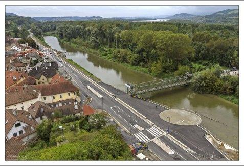 Окружная дорога Мелька и мост через небольшой приток Дуная.