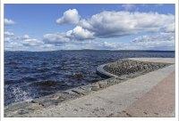 Онежская набережная Петрозаводска – это около полутора километров берега, вымощенного карельским гранитом.