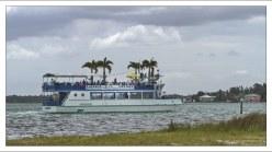 Круизный корабль в заливе Sarasota.
