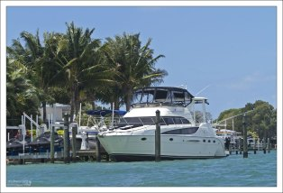 Яхта возле Otter Key.