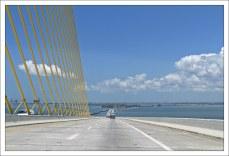 Общая длина моста Sunshine Skyway Bridge 6,6 км.