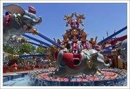 "Карусель ""Думбо - летающий слон"" (""Dumbo the Flying Elephant"")."