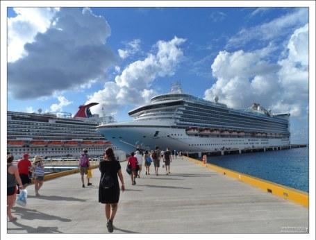 """""""Карибская Принцесса"""" в порту."""