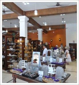 В одном из портовых магазинов на Косумеле.