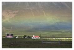 Один из потухших вулканов на полуострове Трёдласкаги и радуга.