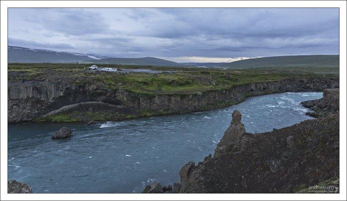 Годафосс расположен на севере страны, на реке Skjálfandafljót.