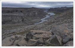 Каньон, пробитый рекой Jökulsá á Fjöllum (Йёкюльсау-ау-Фьёдлюм).