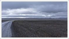 Дорога через вулканическую кальдеру Krafla.