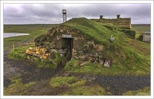 Восстановленная землянка Saenautasel. Люди жили здесь до 1943 года.