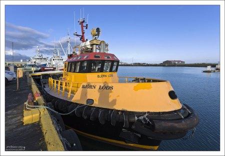 Лоцманский катер Bjorn Lods осуществляет проводку судов с внешнего рейда в порт.