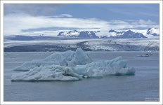 Лагуна сидит на кончике ледникового языка Breiðamerkurjökull.
