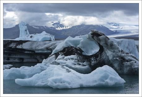 Нередко глыбы льда достигают 30 метров в высоту, тогда лагуна блокируется айсберговой баррикадой.