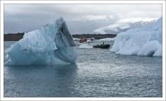 Заплывы между айсбергами хоть и интересны, но связаны с определенным риском.
