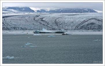 Язык ледника Breiðamerkurjökull.
