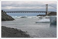 Мост Glacial River Bridge через самое узкое место Йёкюльсаурлоун.