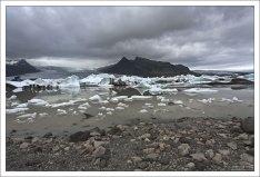Ледниковое озеро Фьядльсаурлоун занимает площадь 4 кв. км.