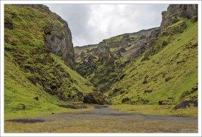 """Þakgil означает """"Каньон-крыша"""", из-за того, что его стены блокируют ветра во всех направлениях."""