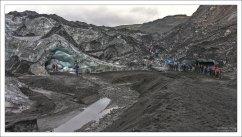 Ледник Solheimajokull занимает в длину около 8 км.