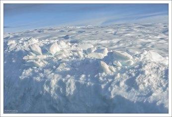 Очень чистый снег на вершине айсберга.