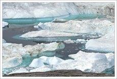 У многих льдин можно разглядеть подводную часть.