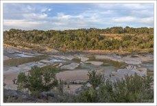 Река Педерналес, длиной 171 км, проходит по северному краю парка Педерналес-Фоллс.